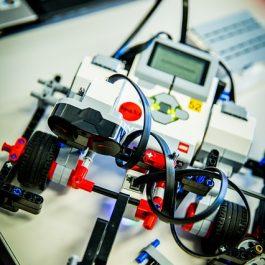 robot-1206469_640